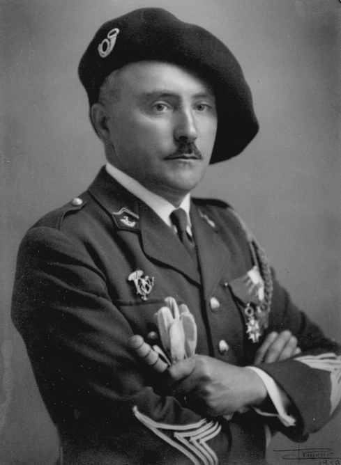 Military use of the beret (Commandant Soutiras, Officer of the French  Chasseurs alpins) 713ae703f6e