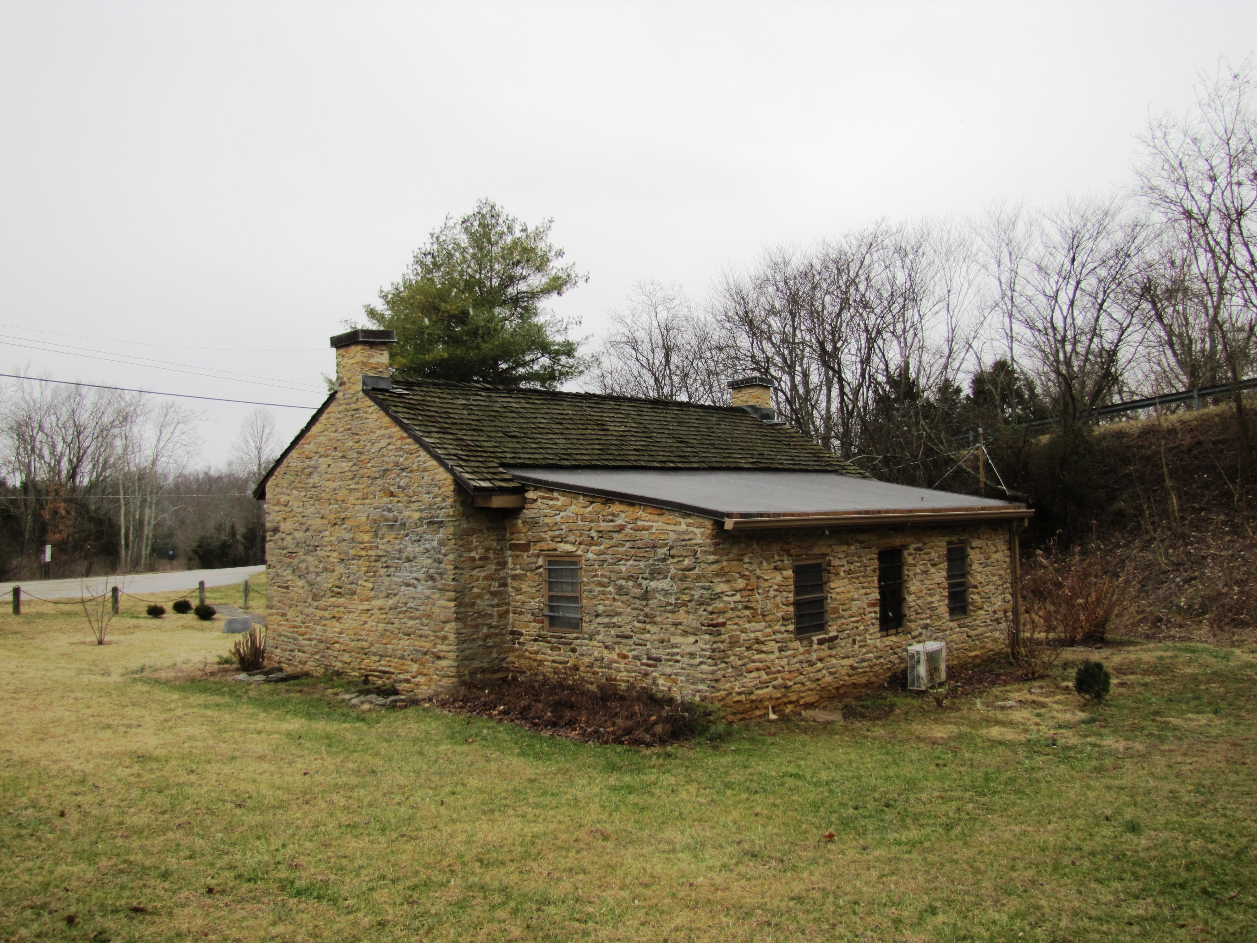 File sparta rock house back wikimedia commons for Cost to build a house in little rock