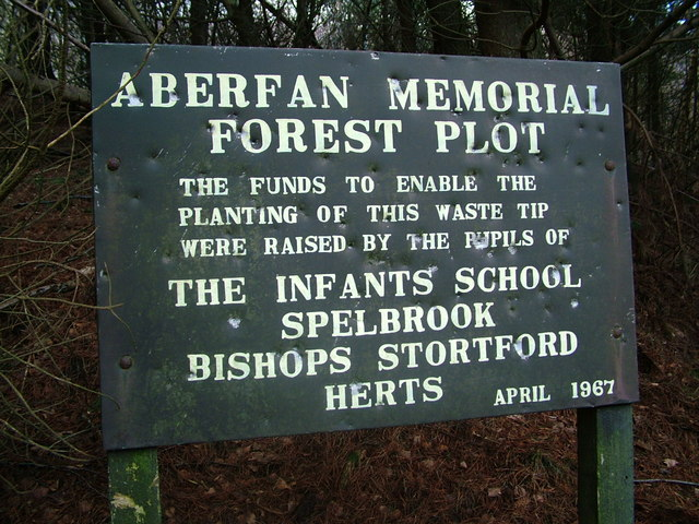 File:Spelbrook memorial sign - geograph.org.uk - 320968.jpg