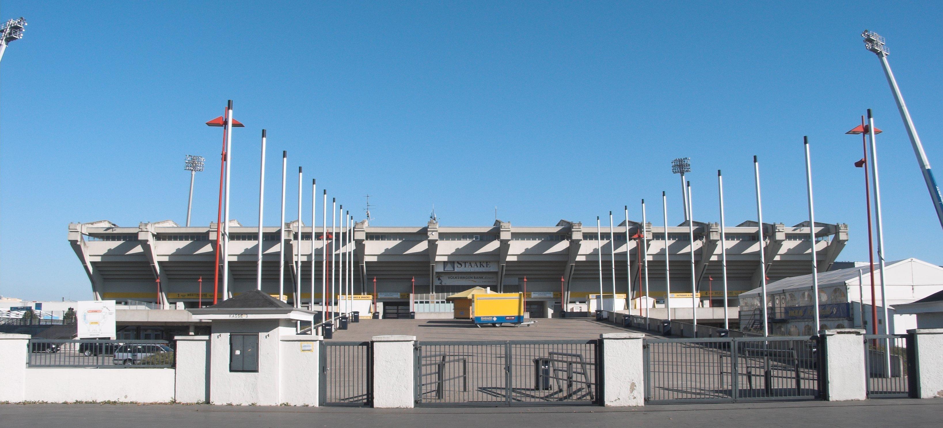 StadionStraßenansicht.jpg