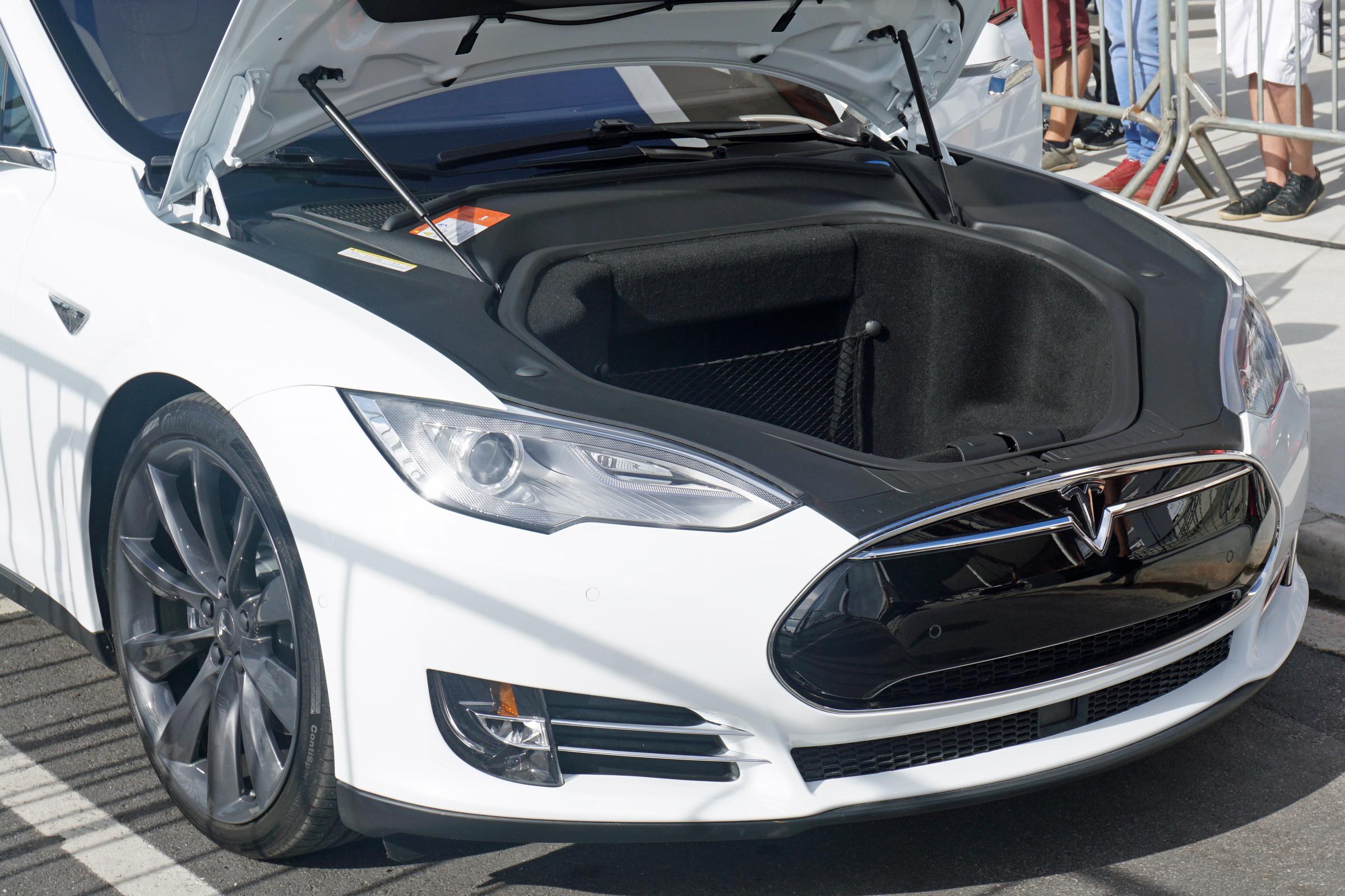 Model Y Wikipedia: File:Tesla Model S SAO 2016 9502.jpg