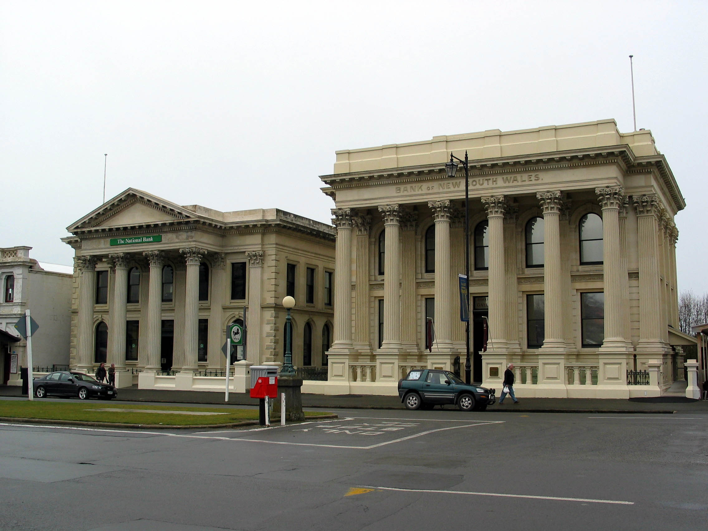 The_National_Bank_and_Bank_of_New_South_Wales_Oamaru.jpg
