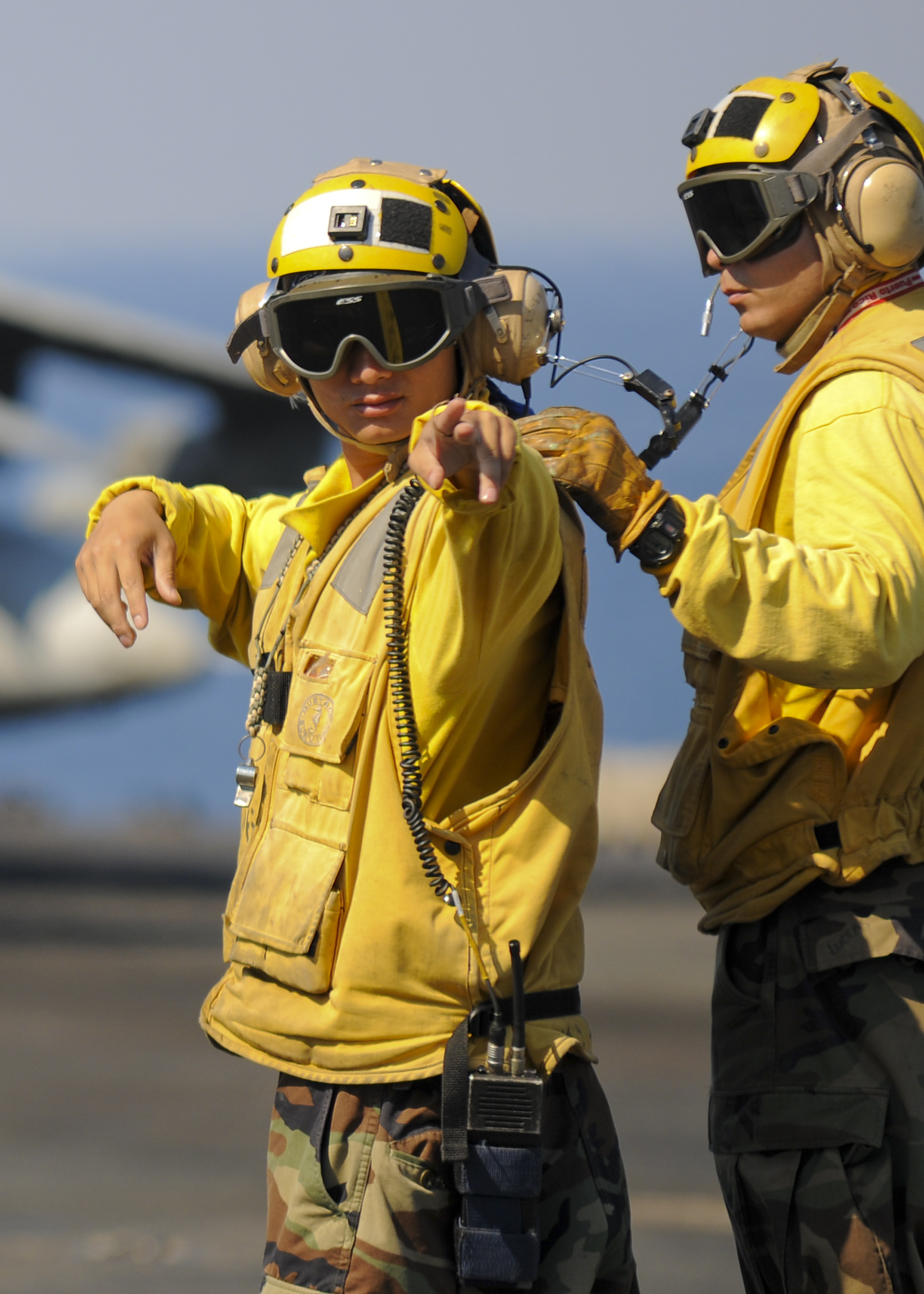 File:US Navy 100309-N-9950J-130 Aviation Boatswain's Mate ...