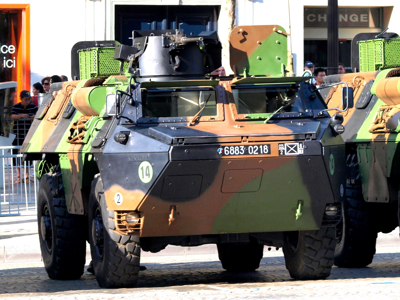 File:Véhicule de l'Avant Blindé, VAB 4x4, army licence registration 6883