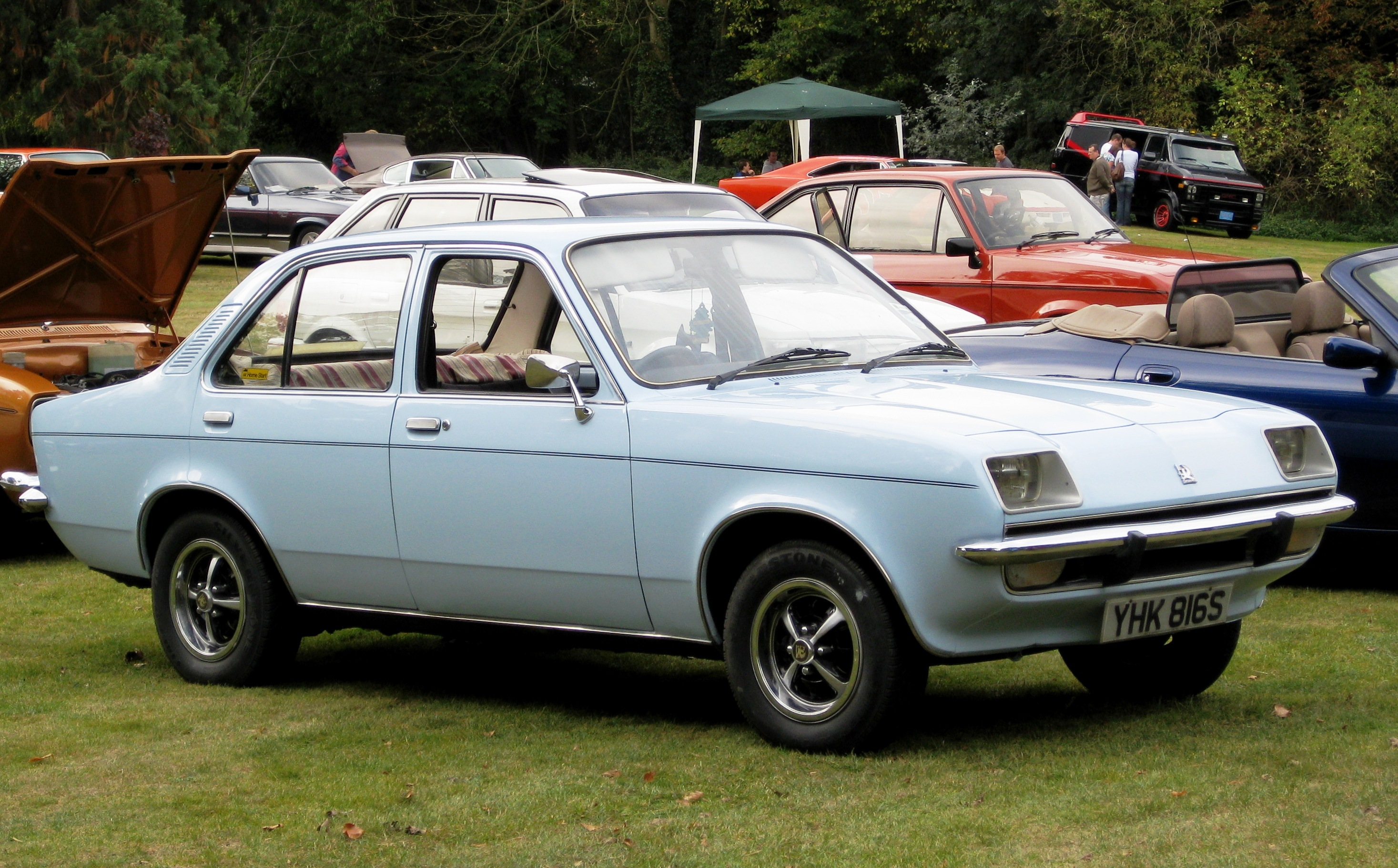 D Car Logo >> File:Vauxhall Chevette 4 d first registered 31 March 1978 1256cc.JPG - Wikimedia Commons