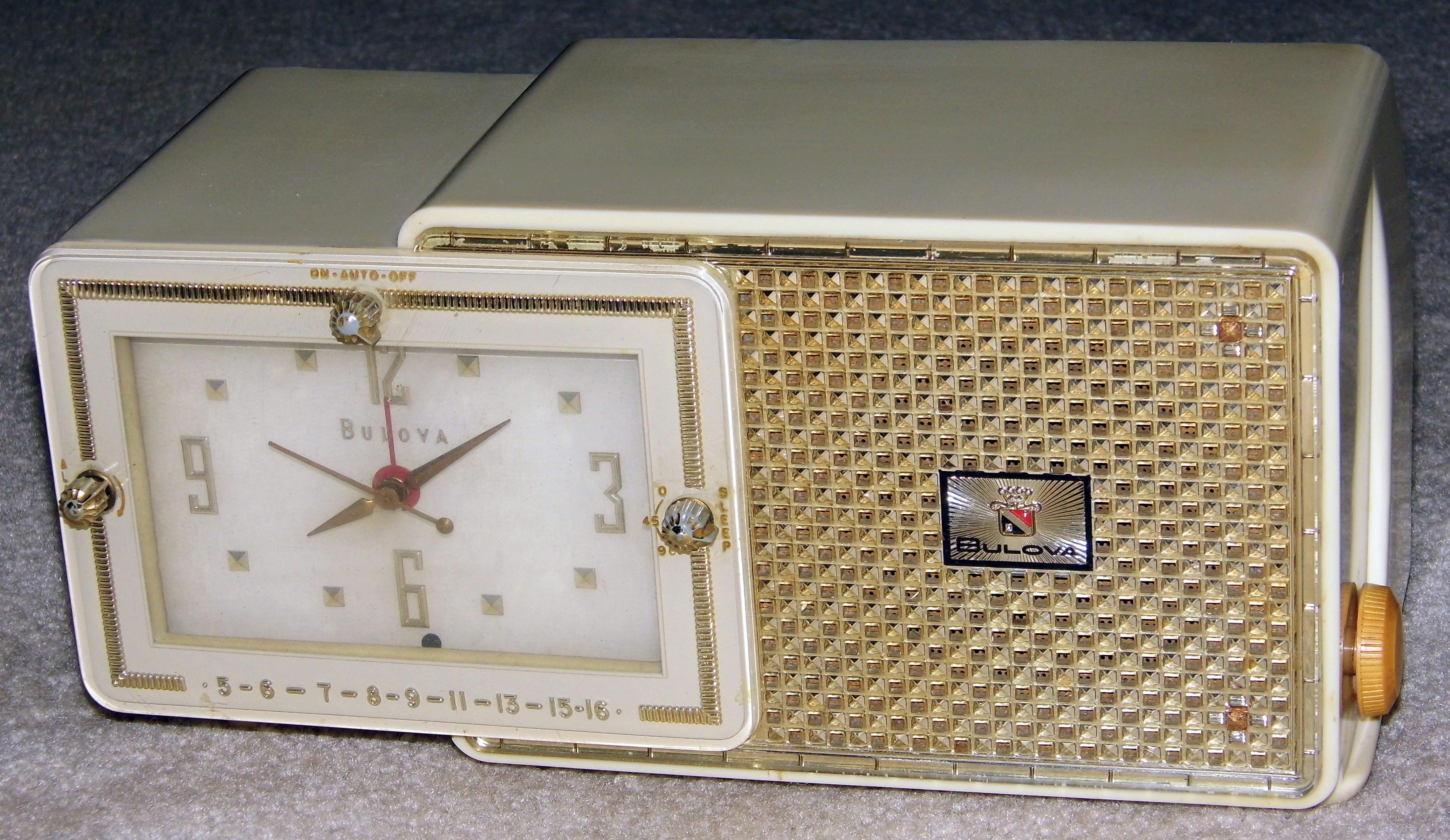 File:Vintage Bulova Clock Radio, Model 100, 5 Vacuum Tubes ...