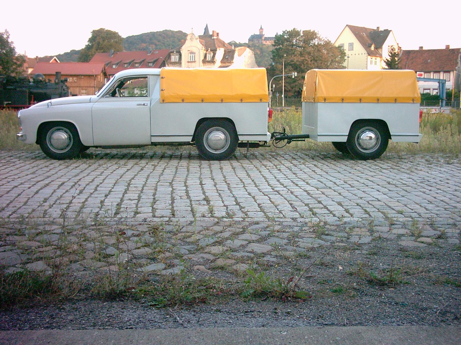 File:Wartburg Schnelltransporter mit Anhänger 3.jpg - Wikimedia Commons