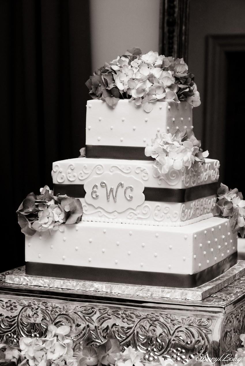 FileWedding Cake With Hydrangeas