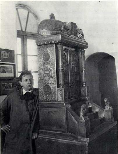 Zeev raban with the bezalel torah ark.jpg