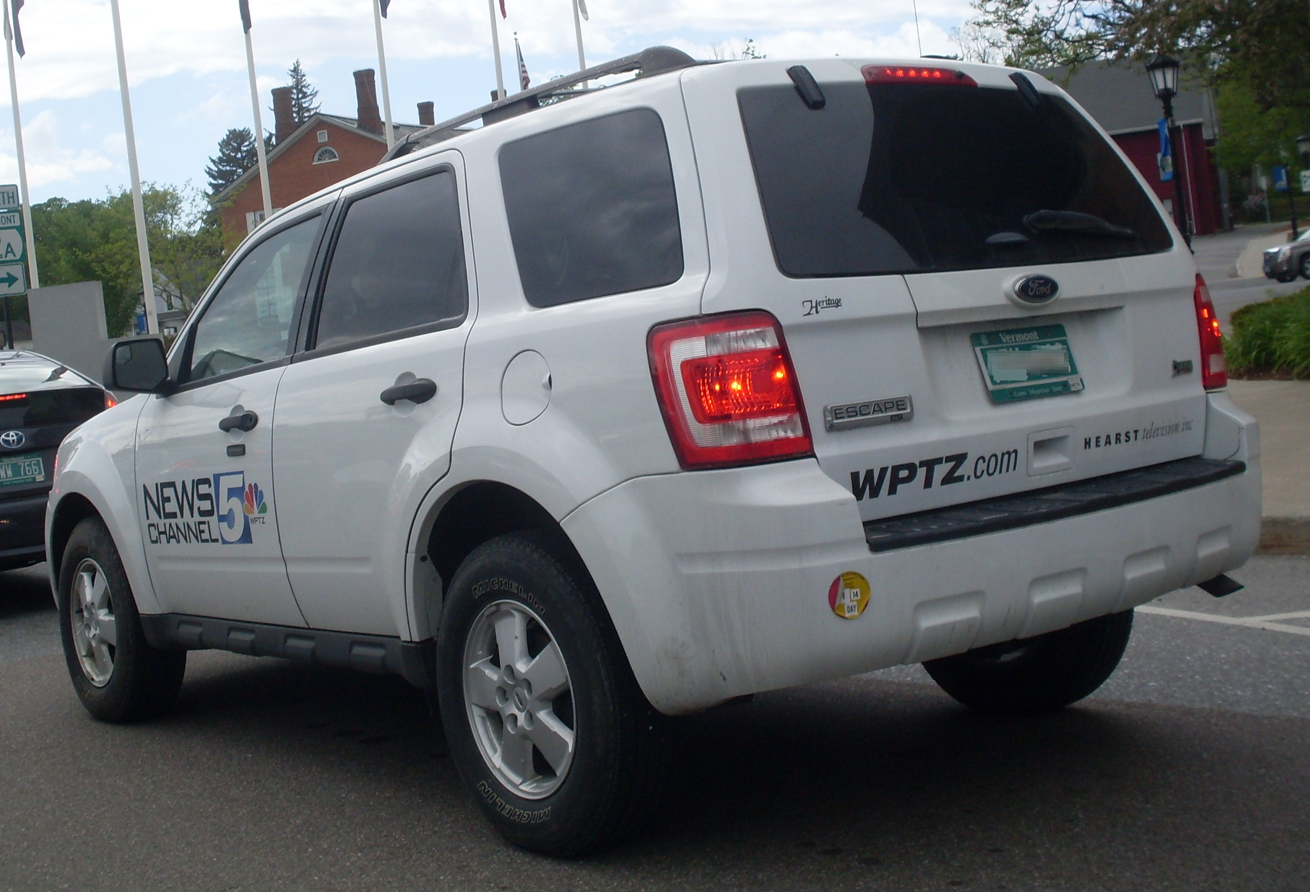 File:'09-'12 Ford Escape WPTZ JPG - Wikimedia Commons