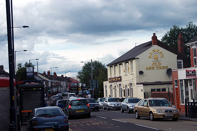 'Old Ash Tree' and Dudley Road - geograph.org.uk - 1402875