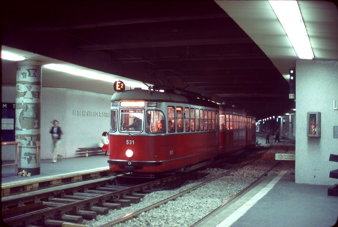 042L29190778 Typ L 531, Linie E2, Station Lerchenfelderstrasse 19.07.1978.jpg