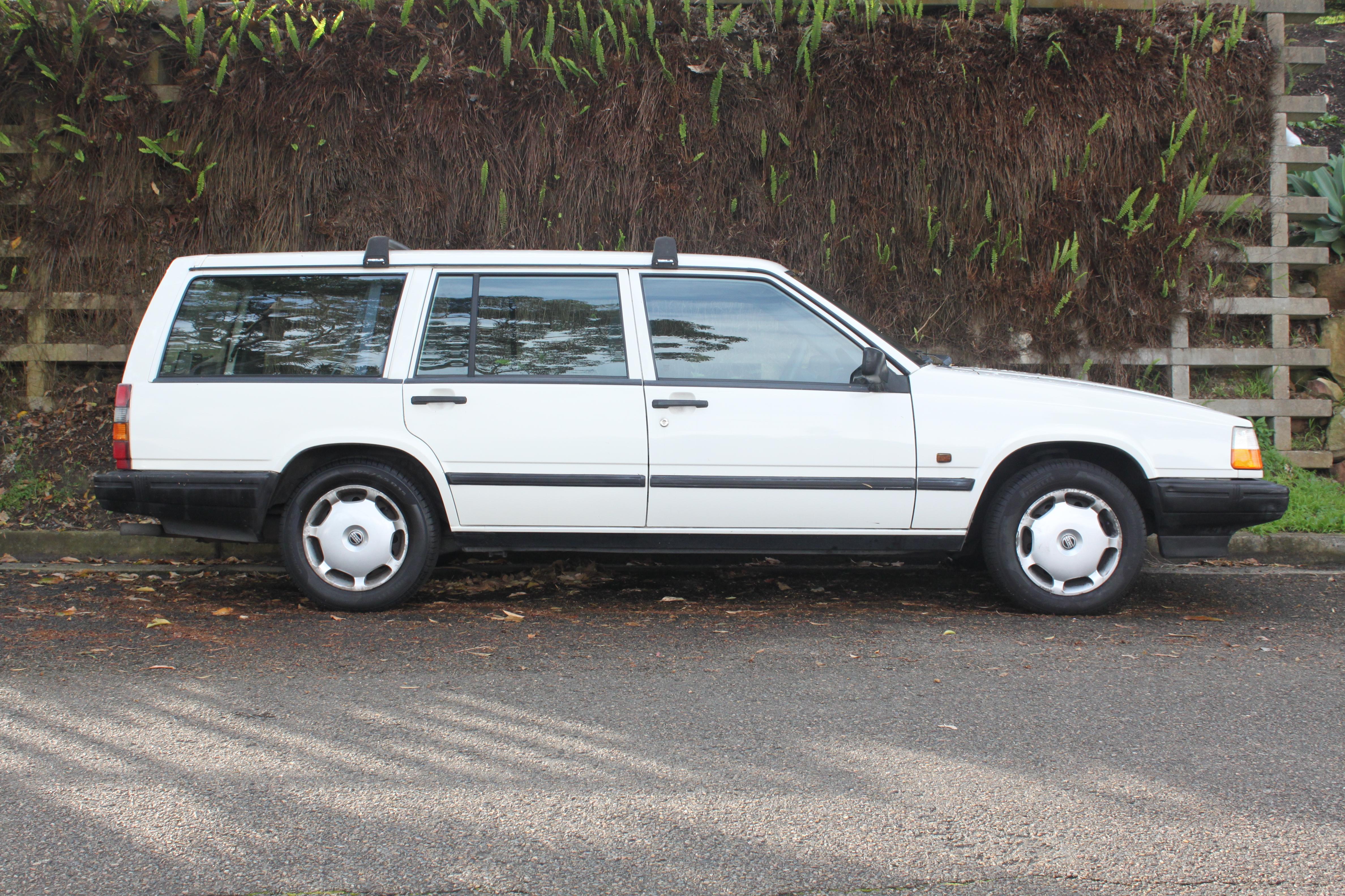 File 1993 Volvo 940 Gl Station Wagon 22252519691 Jpg