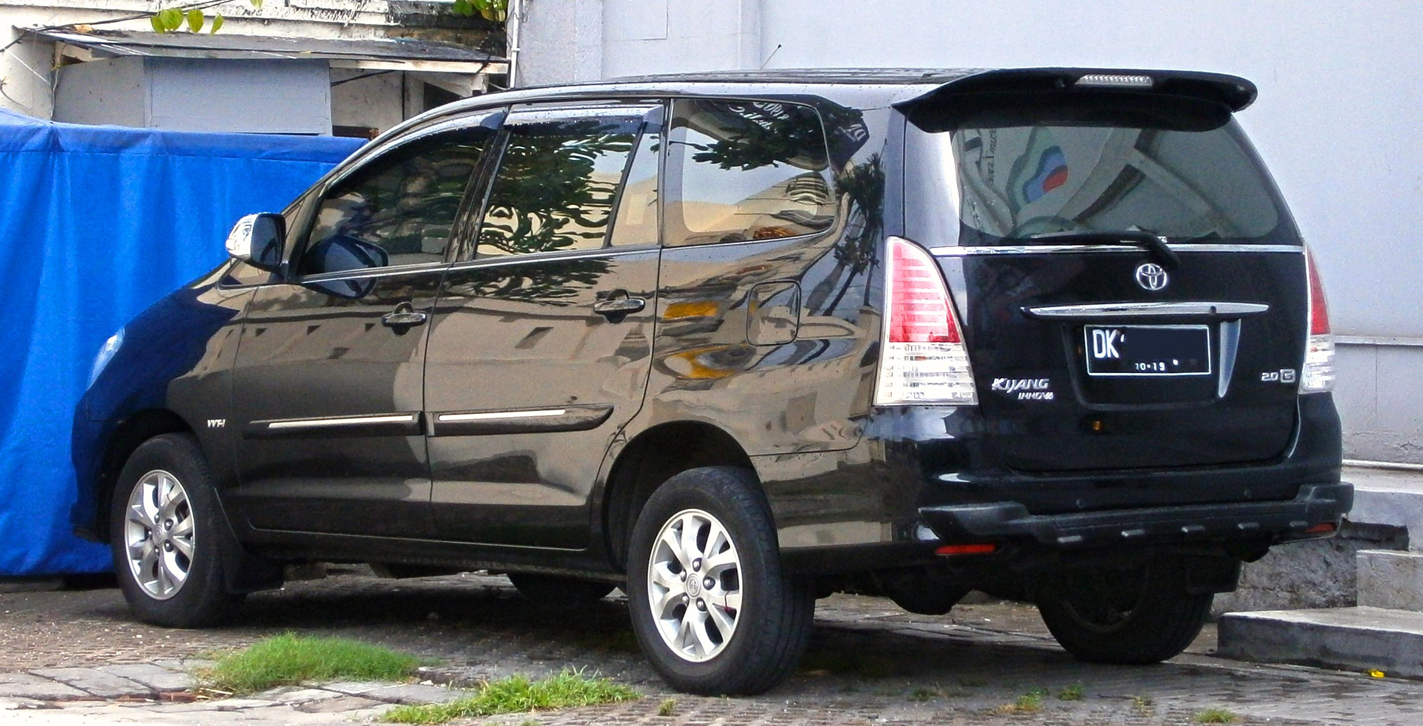 File:2008–2011 Toyota Kijang Innova 2.0G In Kuta, Bali