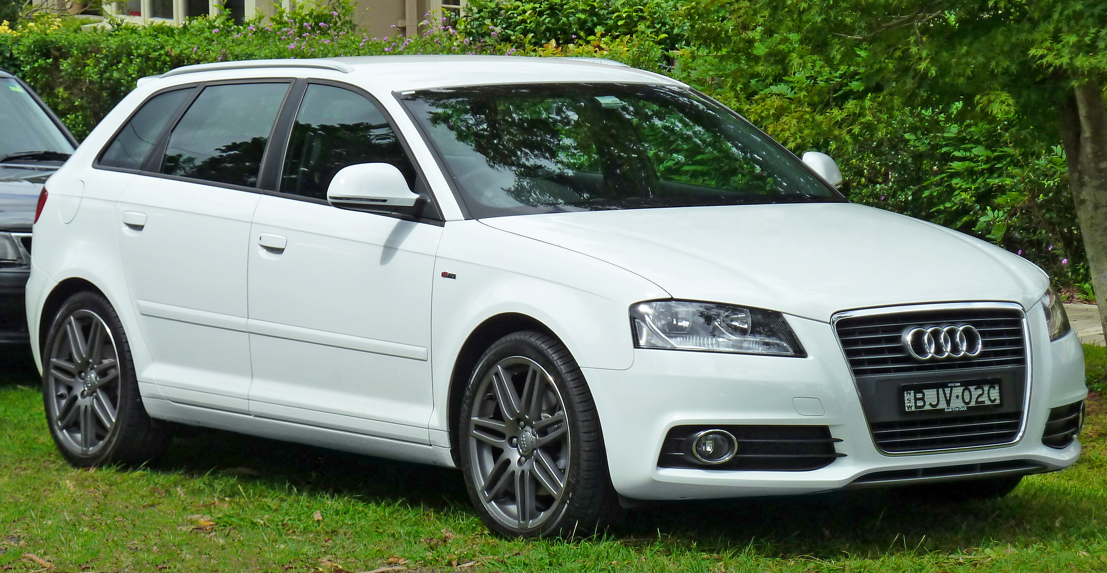 file 2009 audi a3 8pa 2 0 tdi 5 door sportback 2011 04 02 wikimedia commons. Black Bedroom Furniture Sets. Home Design Ideas