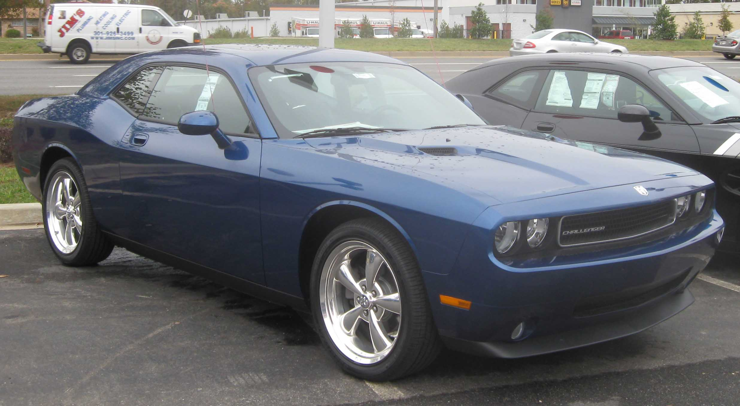 File:2009 Dodge Challenger SE.jpg - Wikimedia Commons