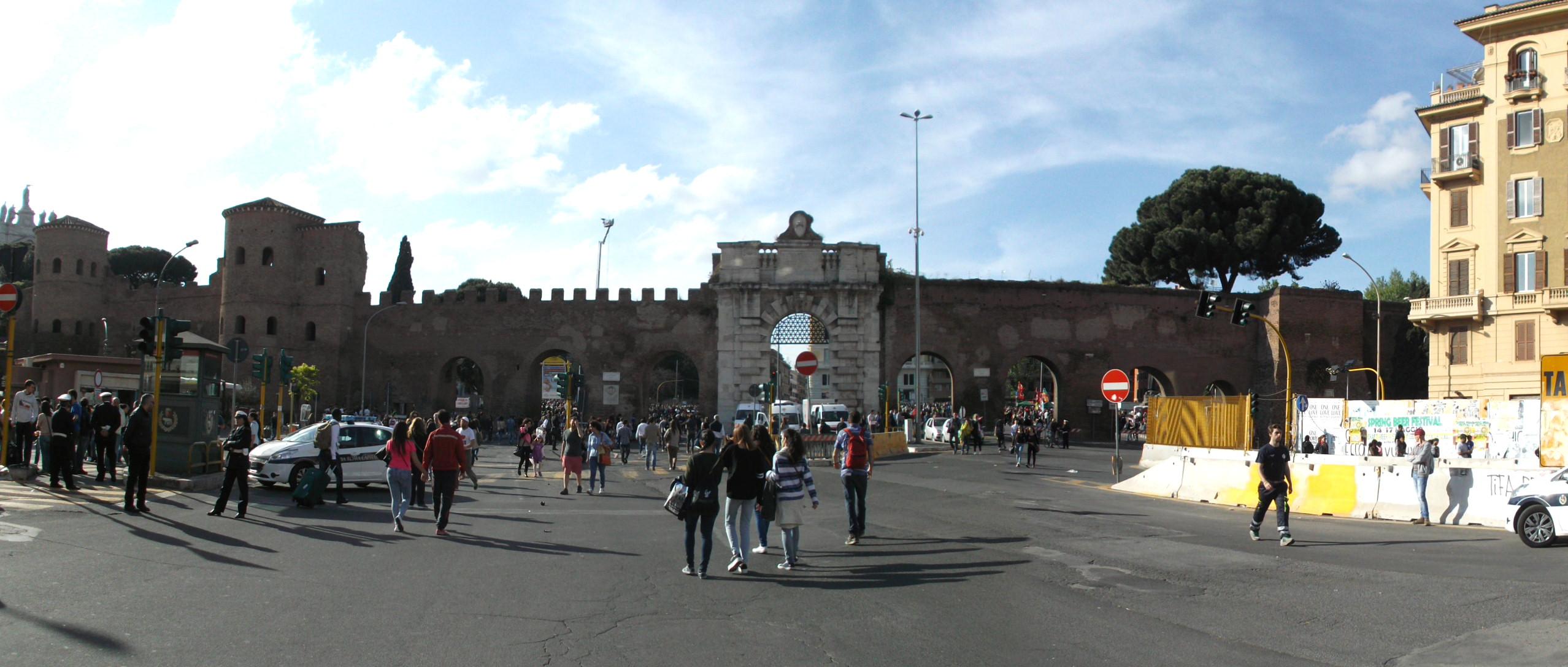 File 2015 05 01 porta san giovanni wikimedia - Porte a roma ...