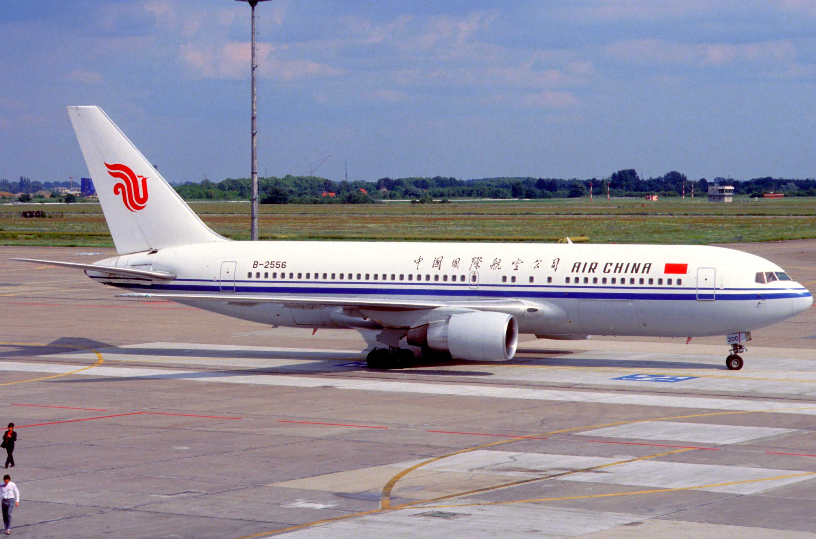 File:Air China Boeing 767-2J6ER; B-2556, July 2003 (