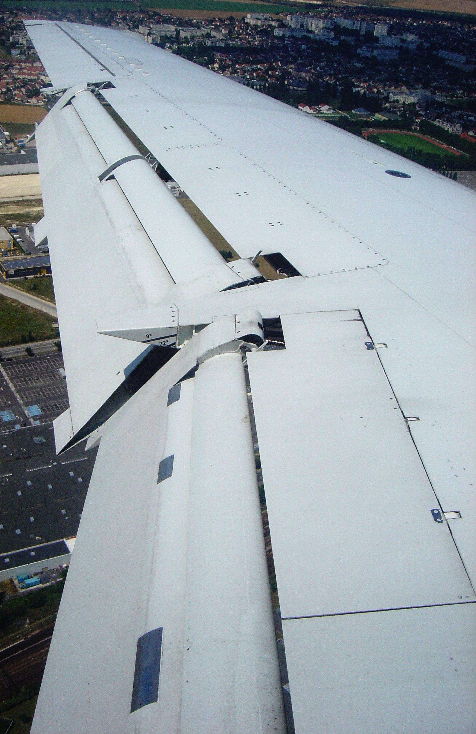 File:Aircraft wing flaps full dsc06835 jpg - Wikimedia Commons
