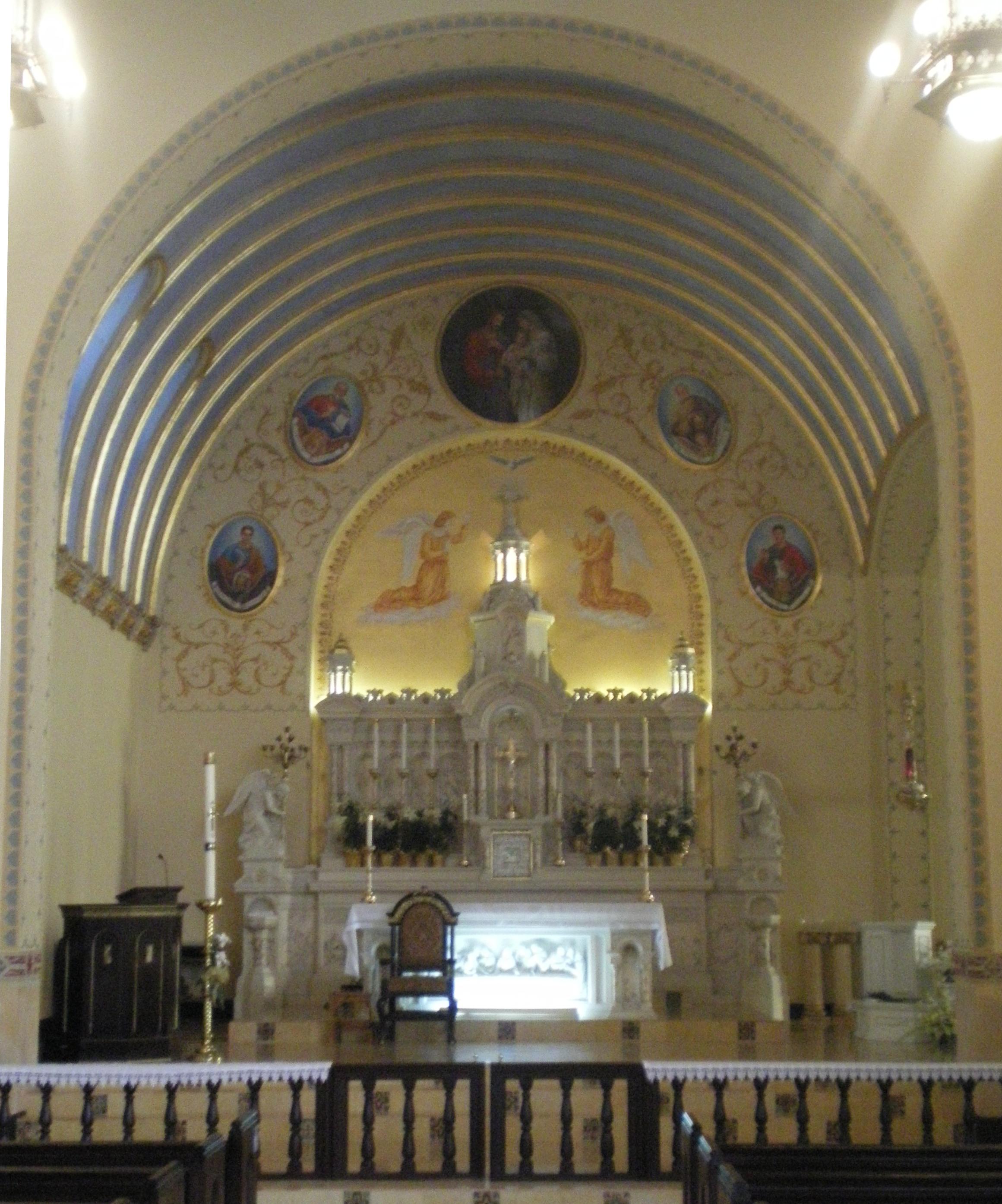 File altar at holy family glendale california jpg for The glendale