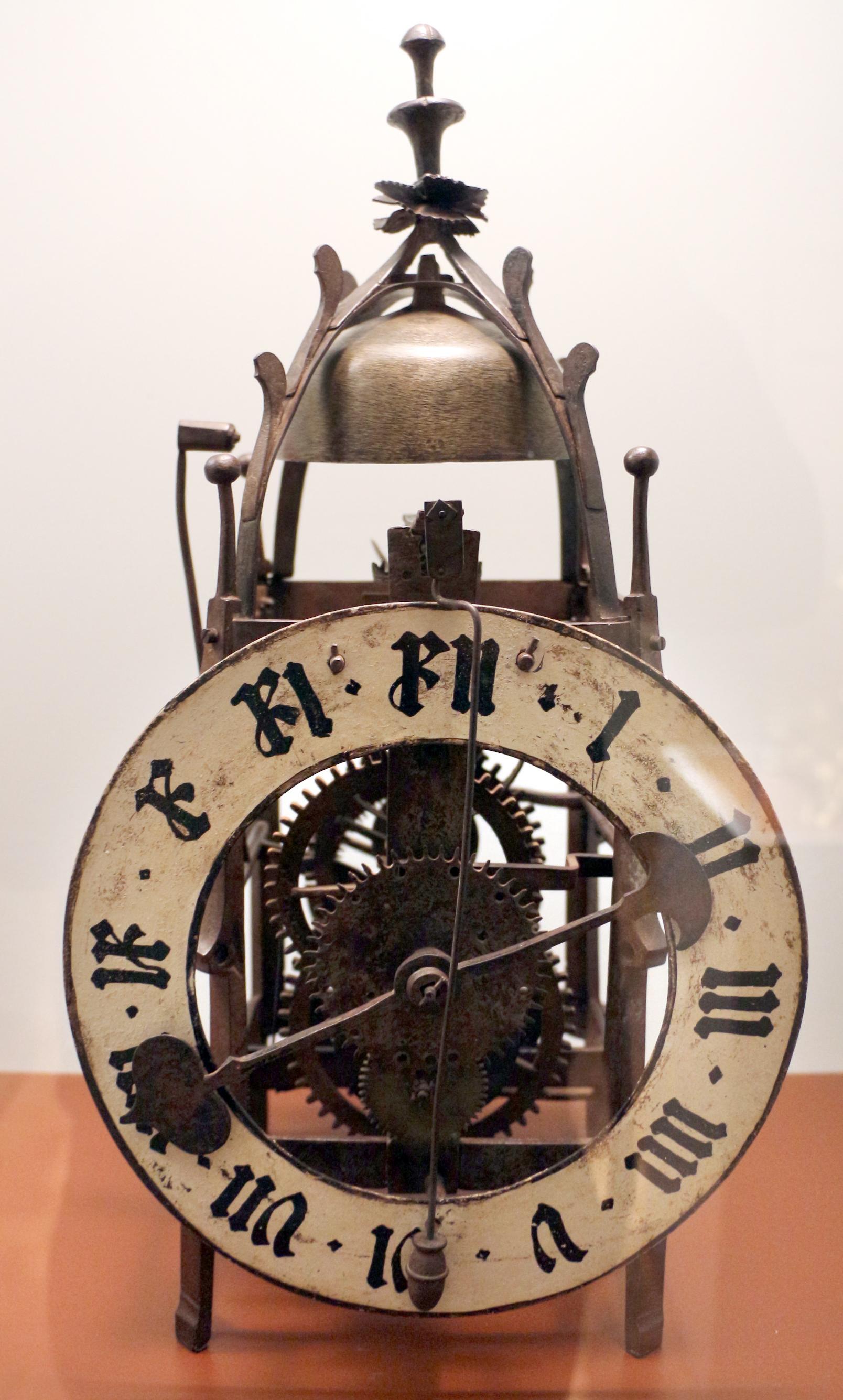 Orologio a pendolo depoca orologi e pendolo morbier da terra orologio pendolo sbalzato with - Orologio a pendolo da tavolo ...