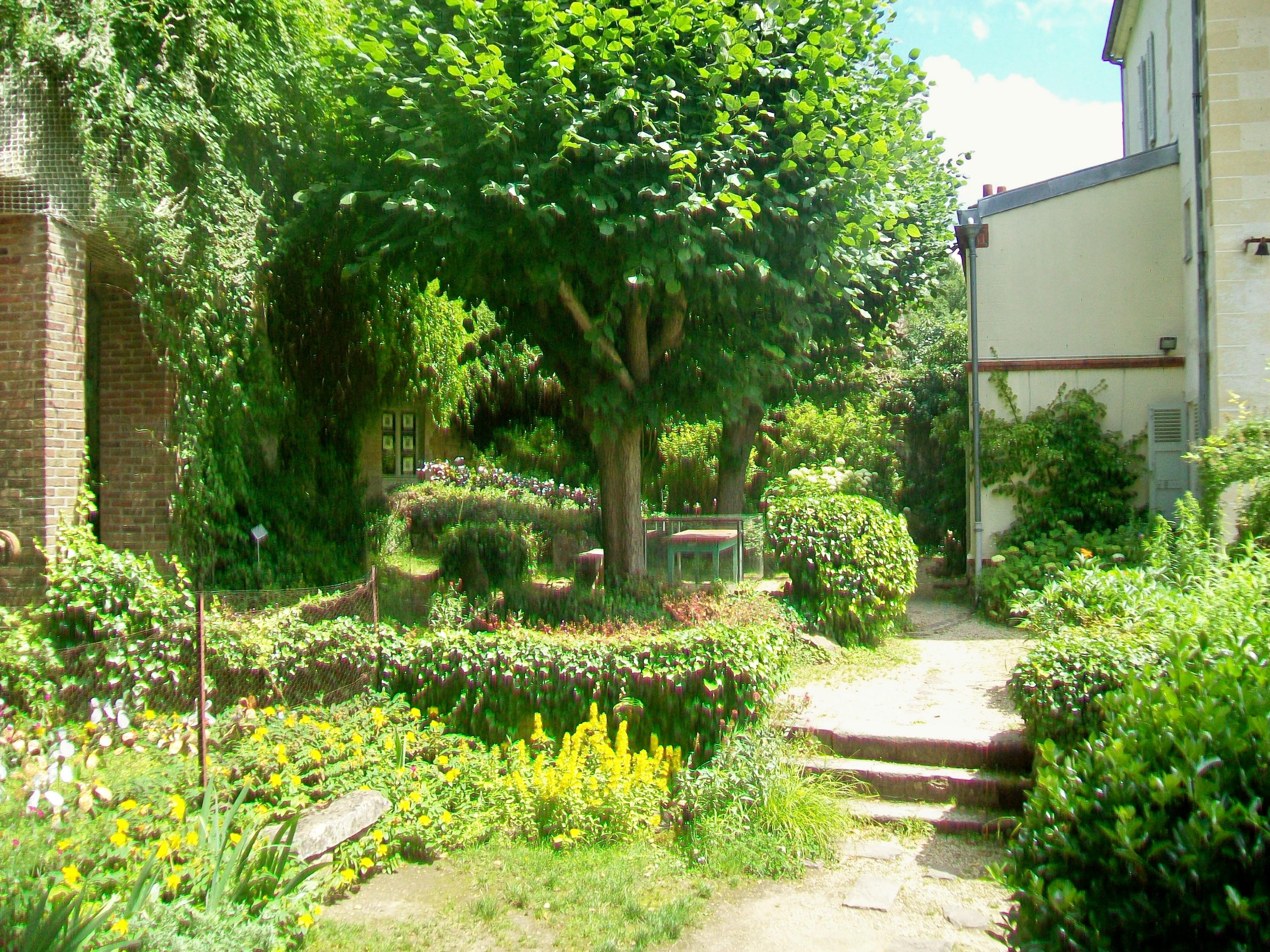 File auvers sur oise 95 maison du dr gachet partie du jardin derri re la - Plante de maison ...