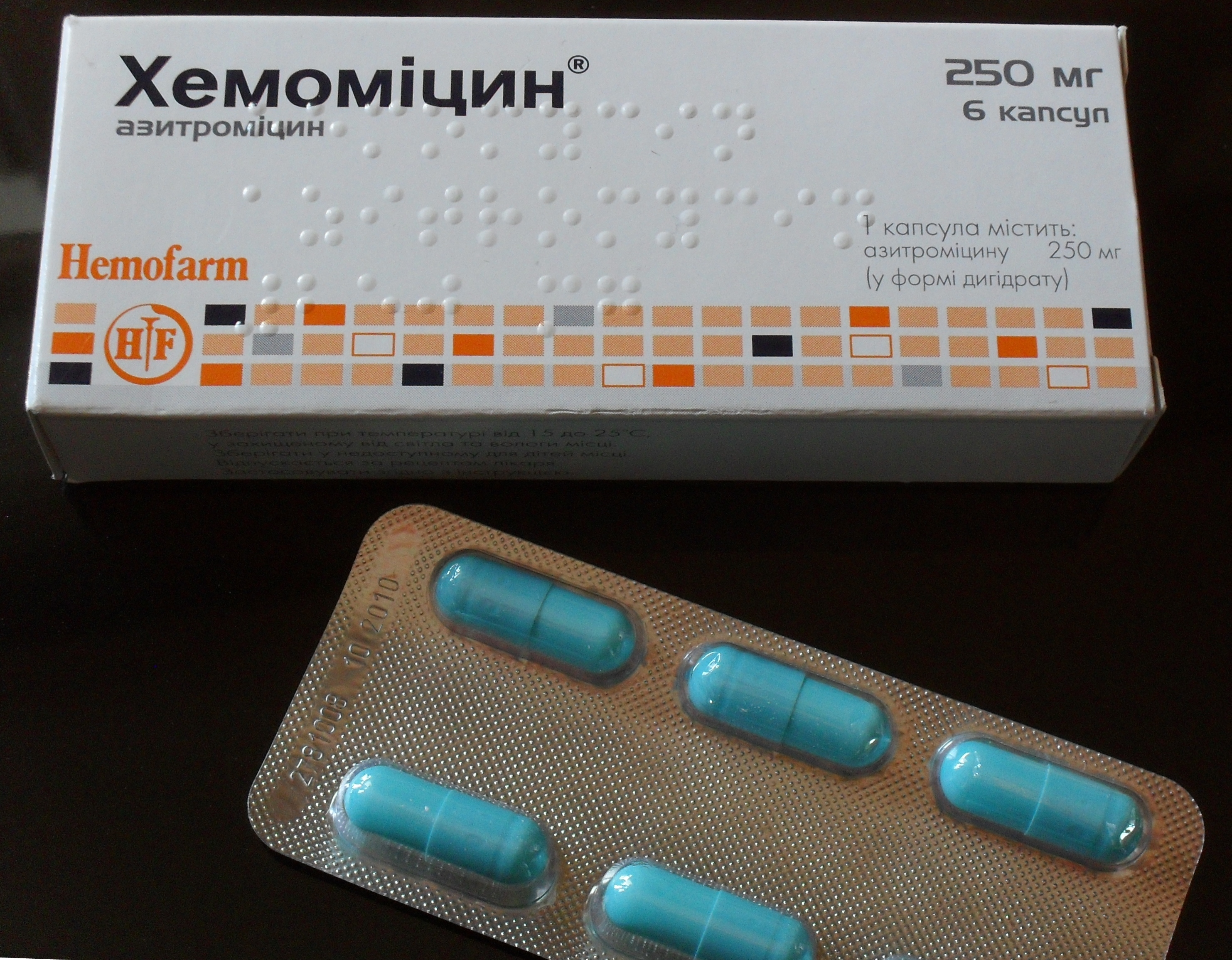 Establishes the medication azithromycin (Zithromax, Zmax, Z-Pak), a drug that is    (has a long half-life), allowing for once a day dosing and for shorter treatment
