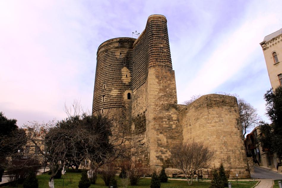 Baku Maiden Tower 2010.jpg