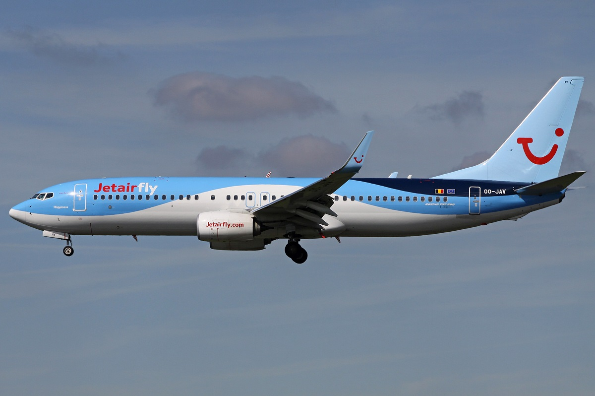 File boeing 737 8k5 jetairfly tui airlines belgium for Avion jetairfly interieur