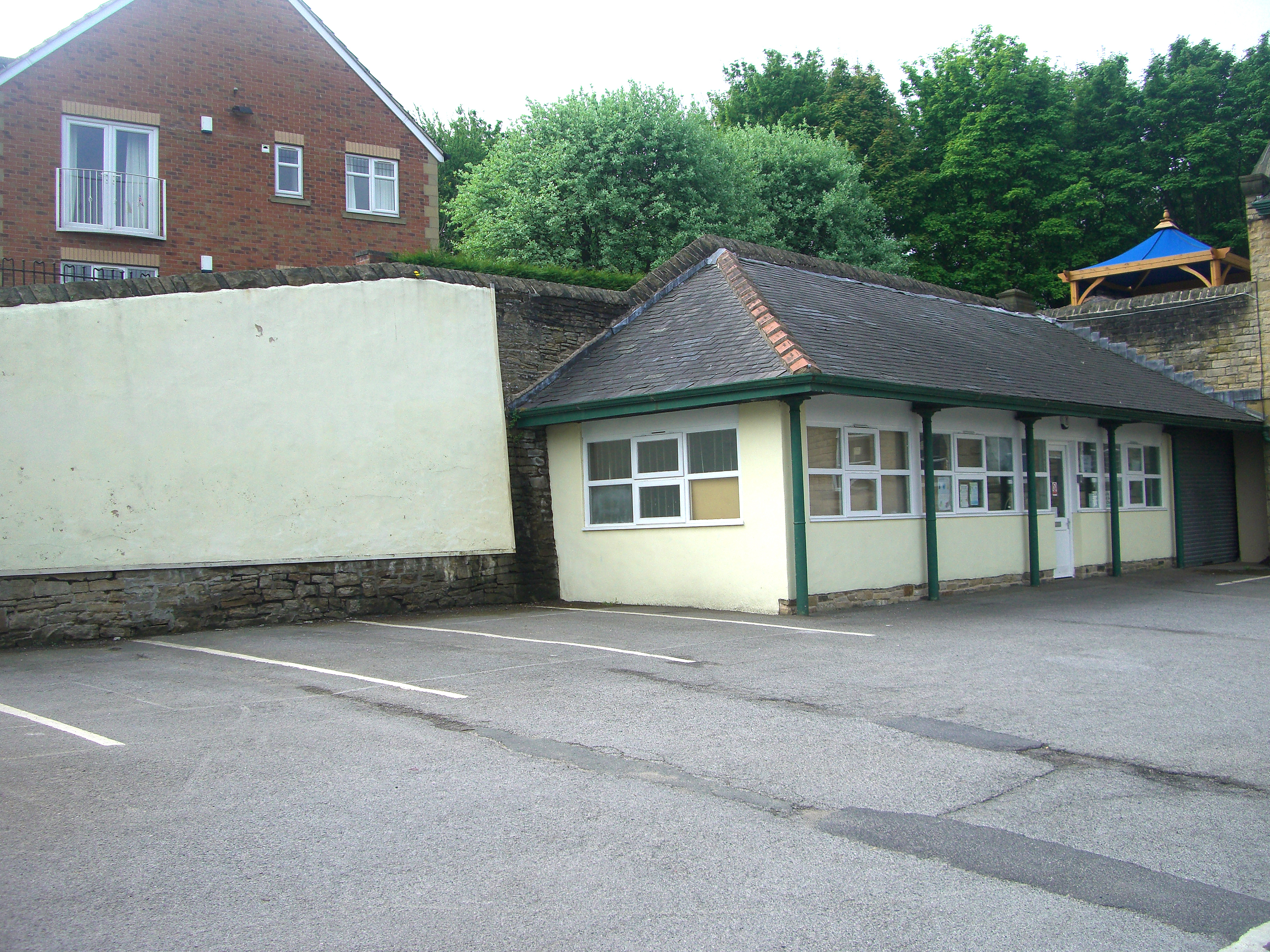 Building a shed on a hill - File Bole Hill School Rear Boundary Wall And Shed 2 Jpg