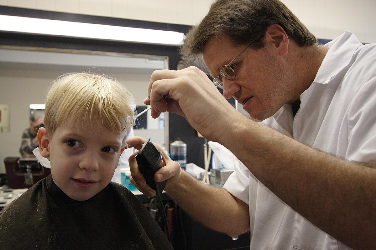 Find A Barbershop : File:Boy meets barber.JPG - Wikimedia Commons