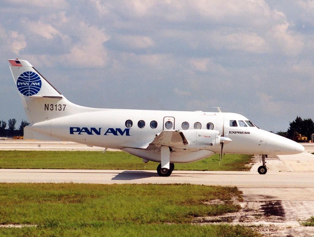 File:British Aerospace BAe-3212 Jetstream Super 31, Pan Am Express