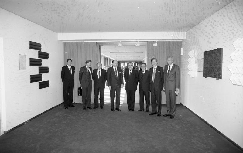 Bundesarchiv B 145 Bild-F083821-0005, Bonn, Ausw%C3%A4rtiges Amt, 2-4 Verhandlungen.jpg