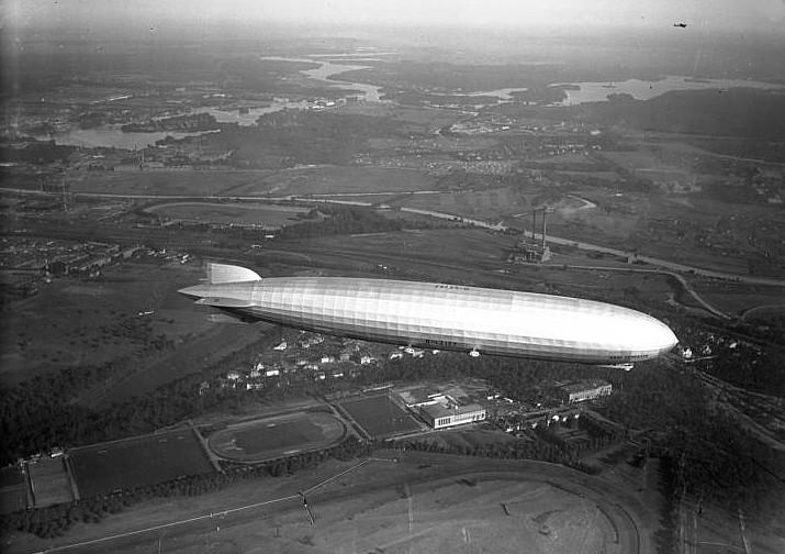 """Der LZ 127 """"Graf Zeppelin"""" - hier über Berlin - soll für die Niederlage der 05er am Donnerstag vor 87 Jahren in Bingen verantwortlich sein. Foto: Bundesarchiv, Bild 102-00960A / CC-BY-SA 3.0"""