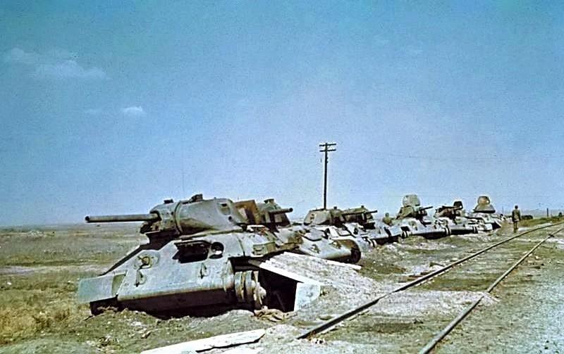 Soubor:Bundesarchiv Bild 169-0894, Woroschilowka-Stalingrad, zerstörte sowjetische Panzer.jpg