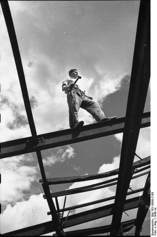 Bauarbeiter Auf Stahlträger