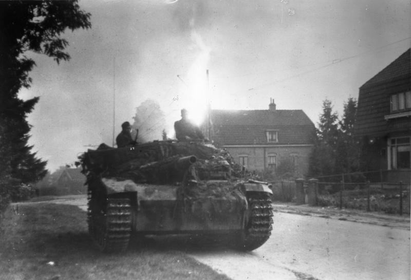 File:Bundesarchiv Bild 183-J27757, Arnheim, Sturmgeschütz in den Strassen der Stadt.jpg