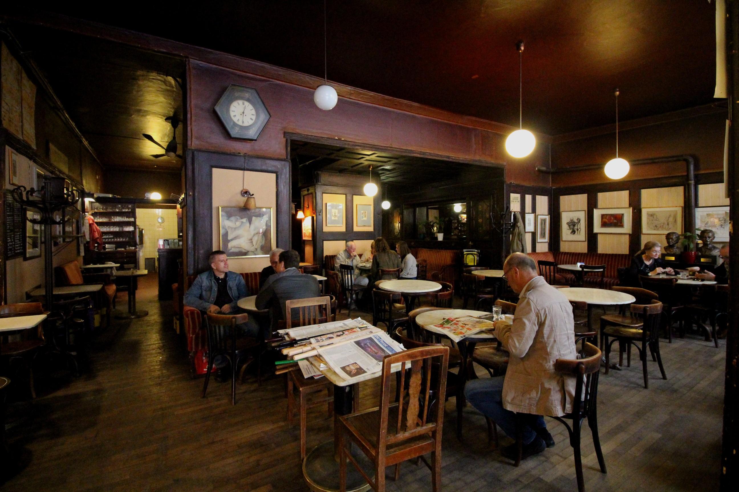 Caf Ef Bf Bd Restaurant Cafe De La Place Saint Gildas De Rhuys