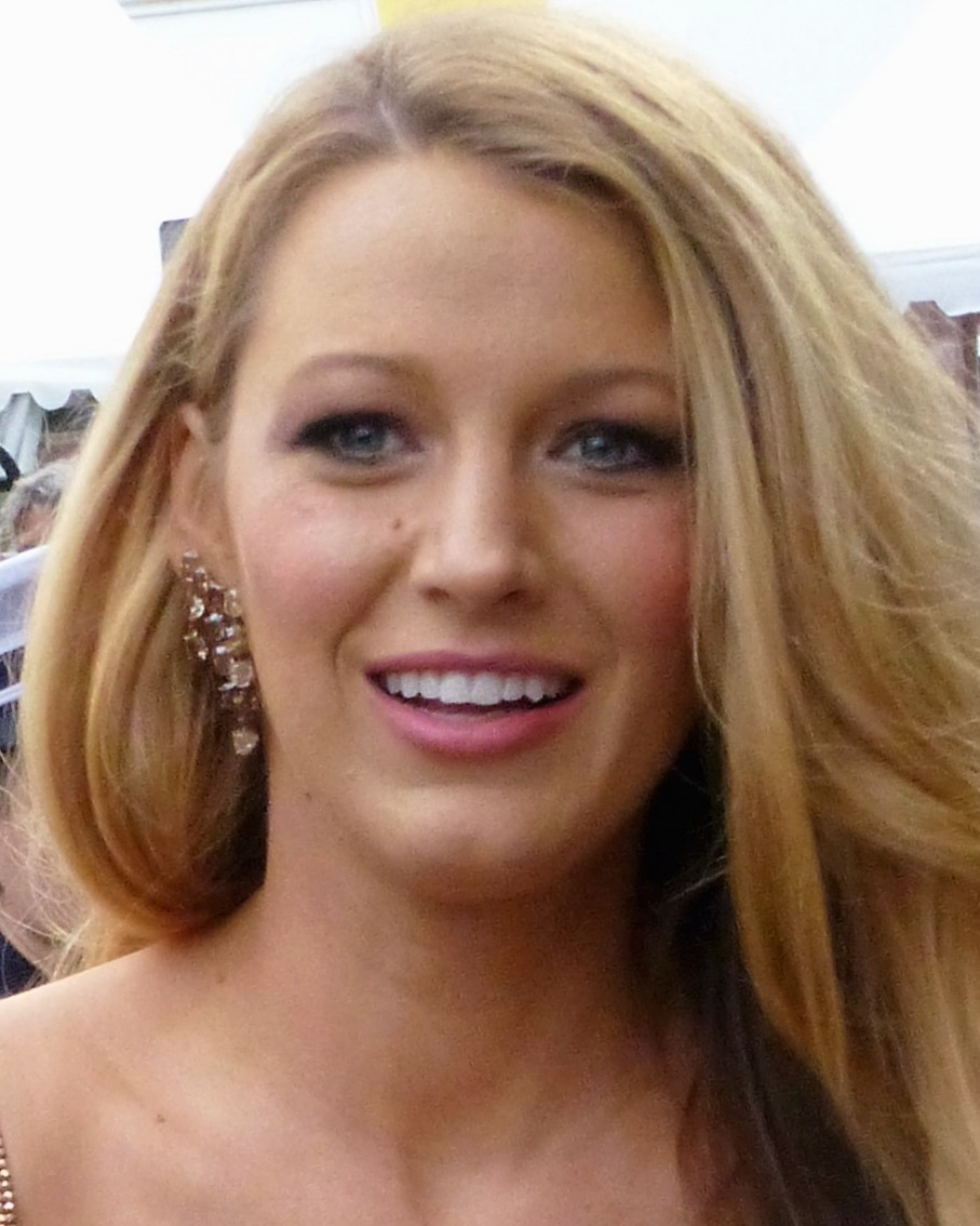 The 30-year old daughter of father Ernie Lively and mother Elaine Lively Blake Lively in 2018 photo. Blake Lively earned a 4.6 million dollar salary - leaving the net worth at 16 million in 2018
