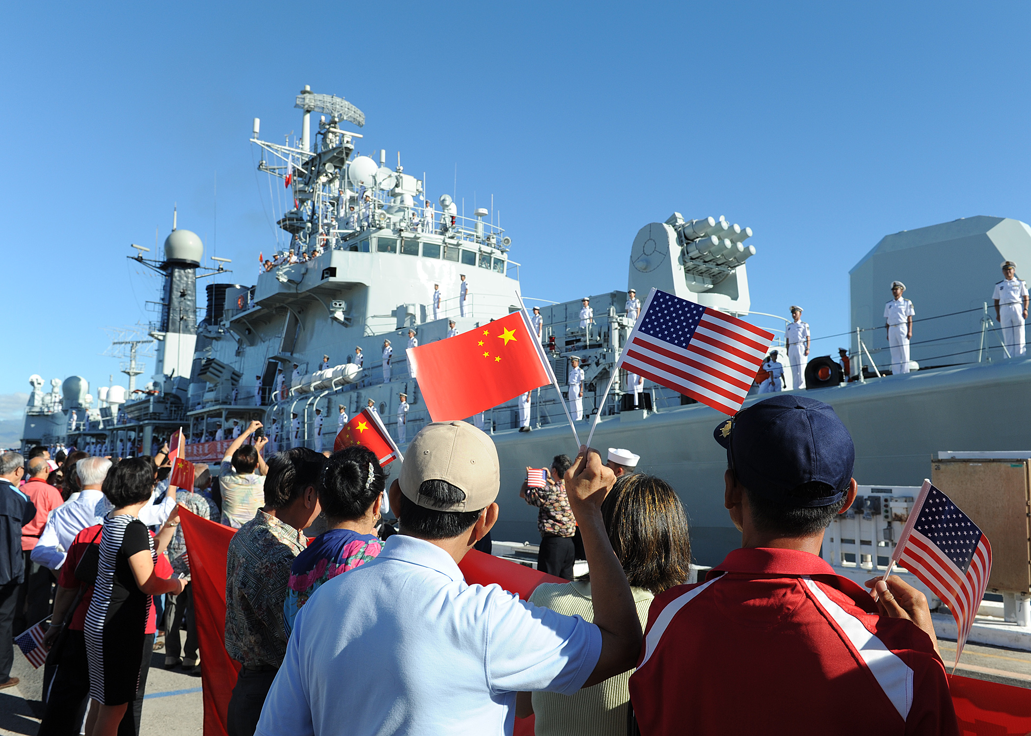File:Chinese citizens wave the U.S. and China flags as the Liberation  Army-Navy ship Qingdao (DDG 113) arrives in Hawaii for a scheduled port  visit.JPG - Wikimedia Commons