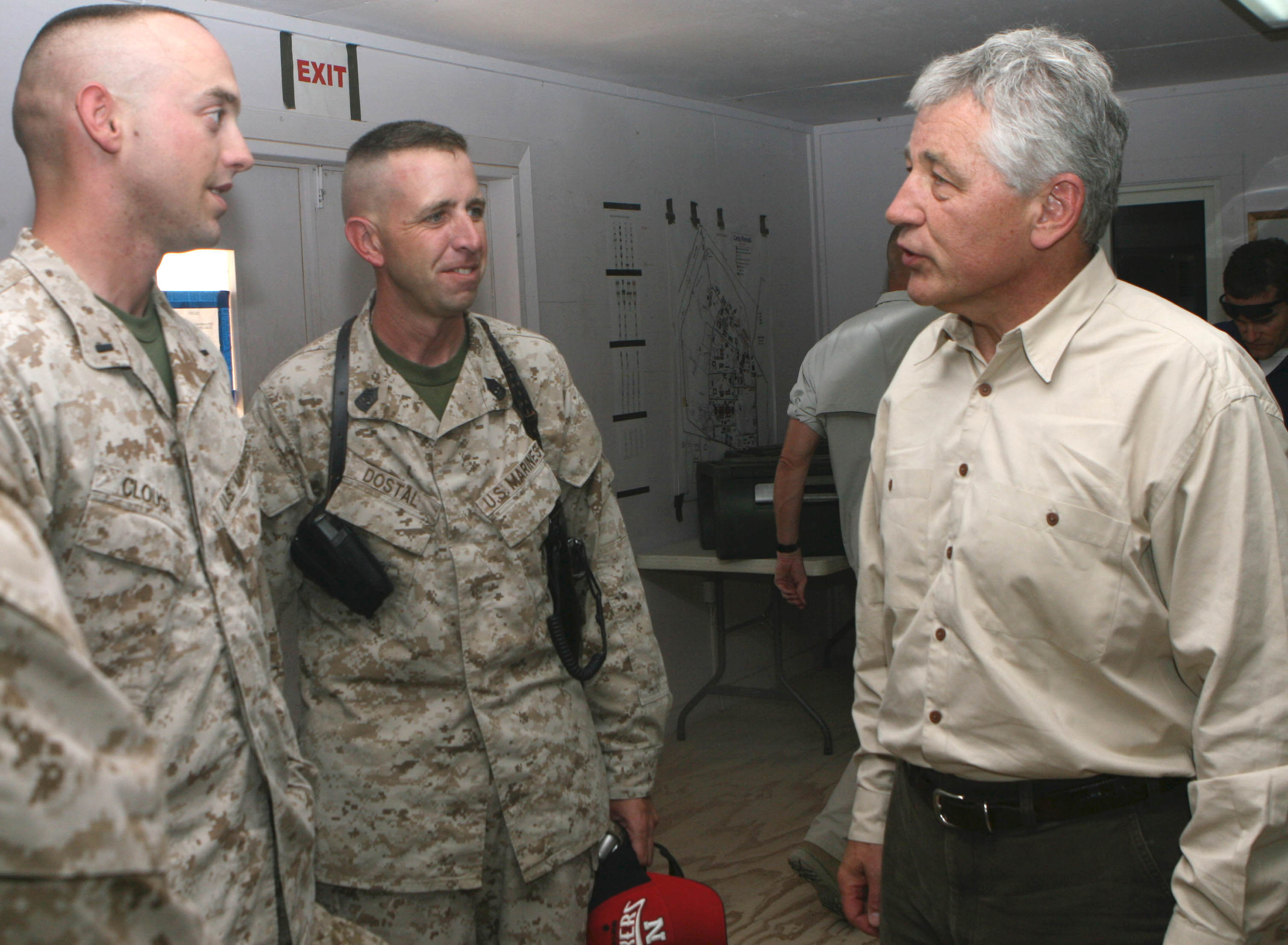 English: (right), Sen. Chuck Hagel (R-Neb.) sp...
