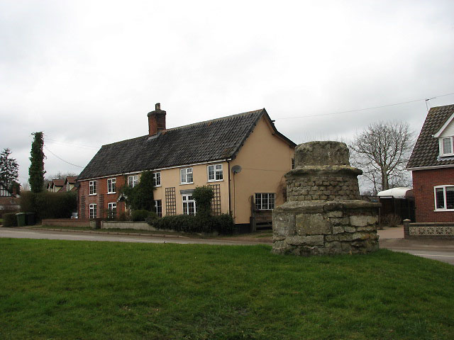 File:Cottages on the Green - geograph.org.uk - 702095.jpg