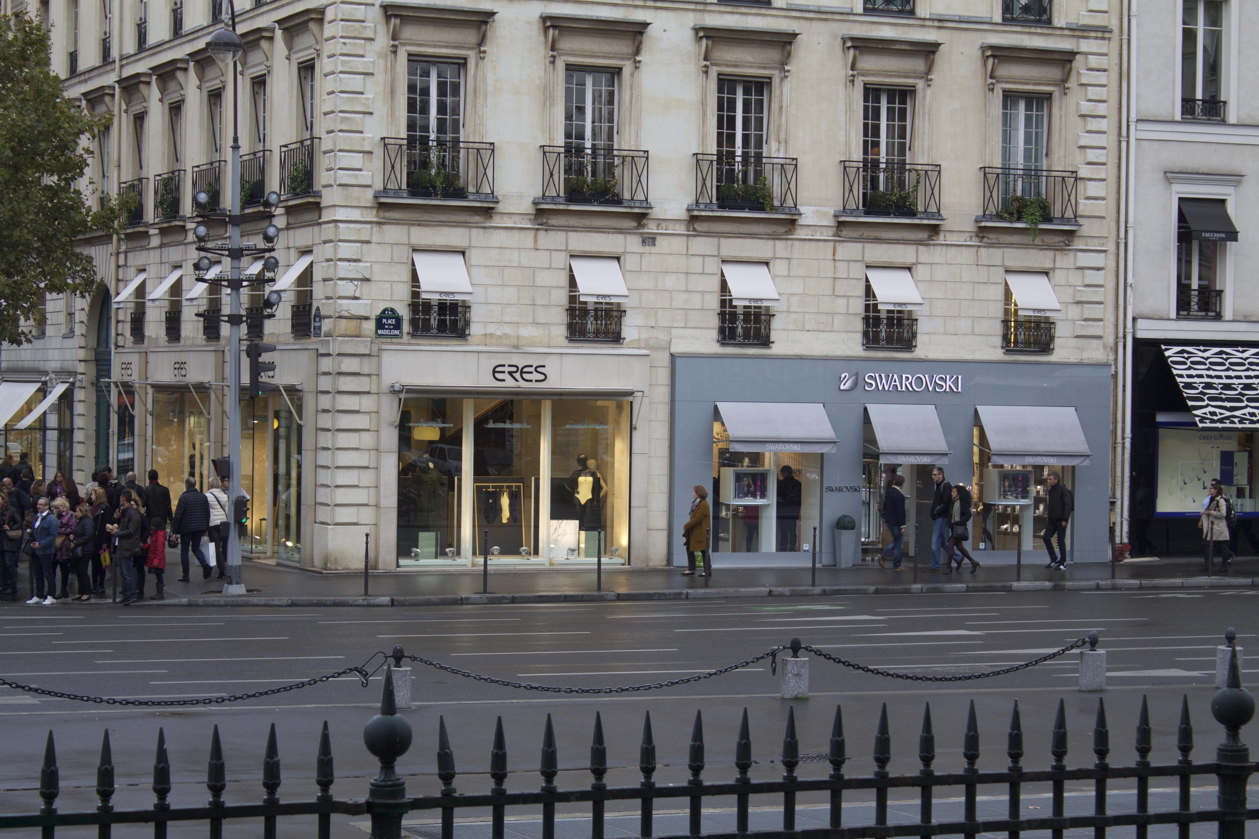 File Eres and Swarovski, Place de la Madeleine, 75008 Paris, October 2014 5356a8488e94
