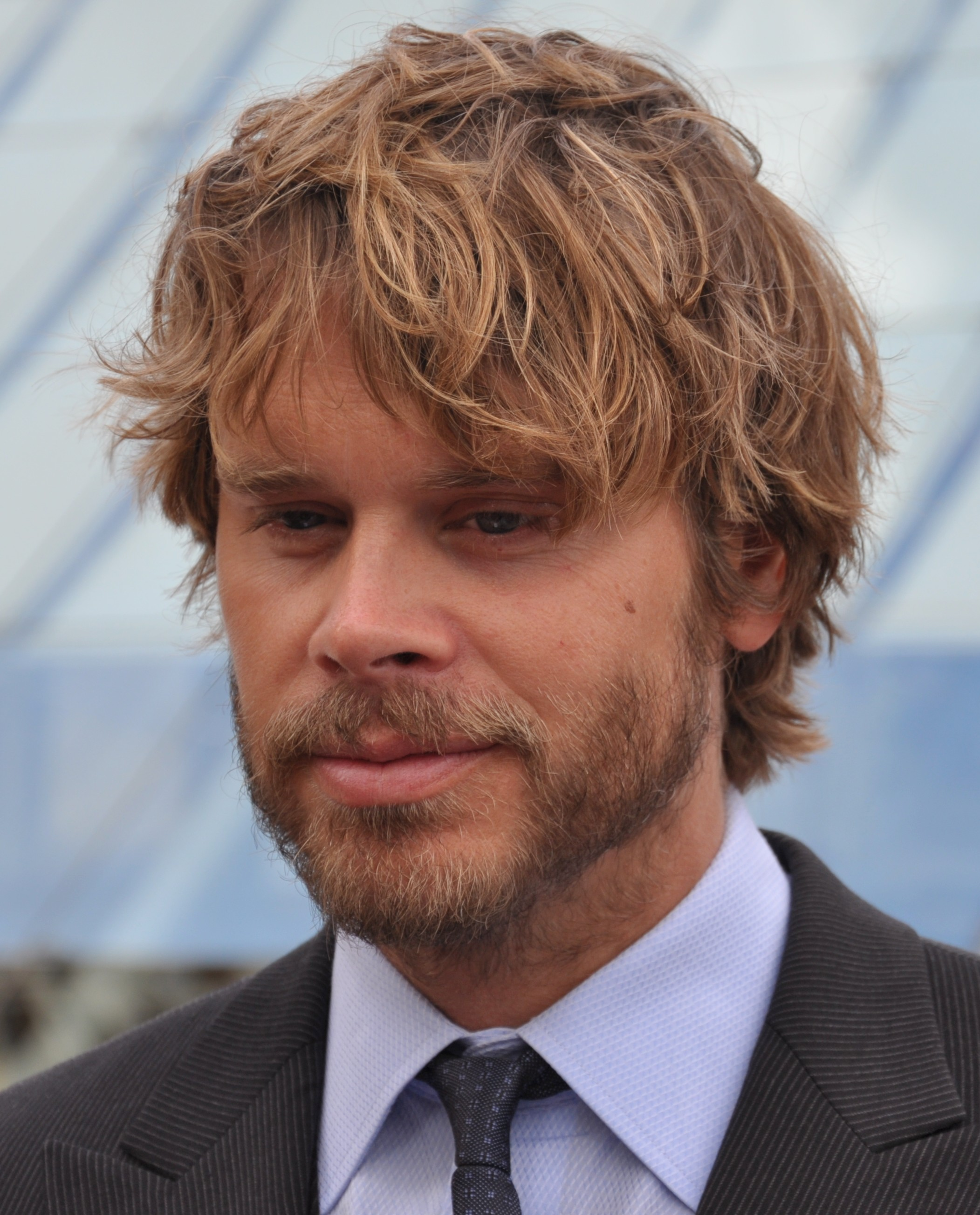 The 41-year old son of father Paul Olsen and mother Jeanne Olsen Eric Christian Olsen in 2018 photo. Eric Christian Olsen earned a  million dollar salary - leaving the net worth at 3 million in 2018