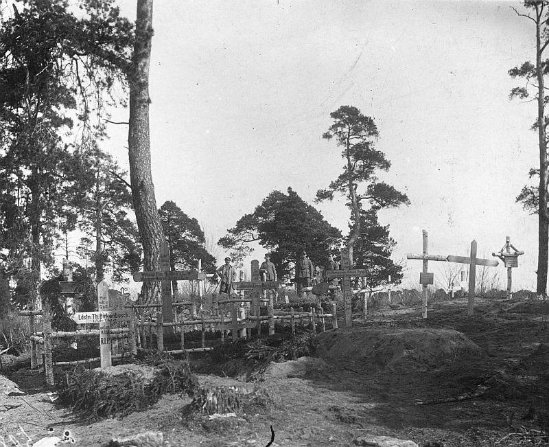 Soldatenfriedhof an der Ostfront, um 1916