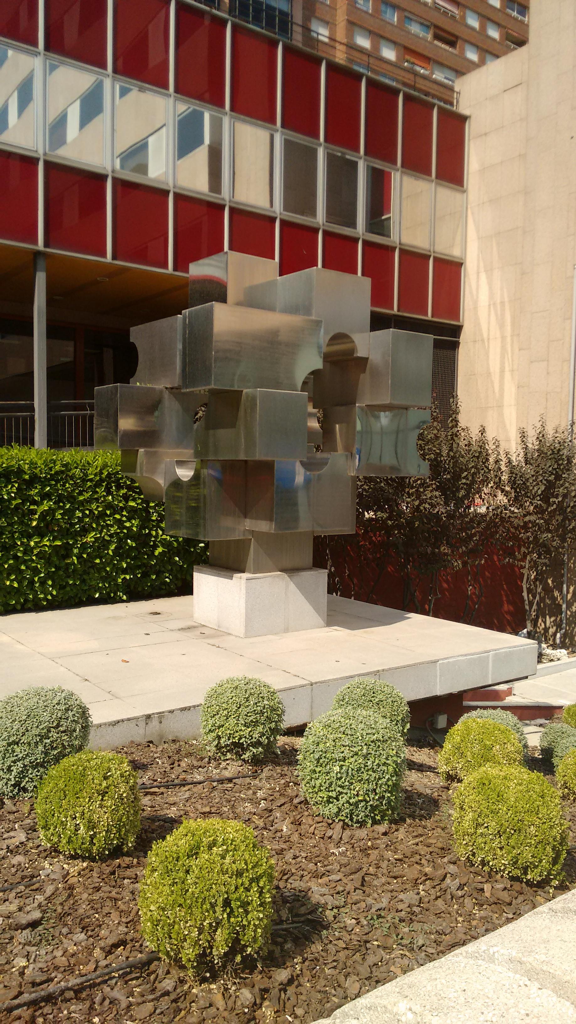 Archivo escultura en la calle orense - Hm calle orense ...