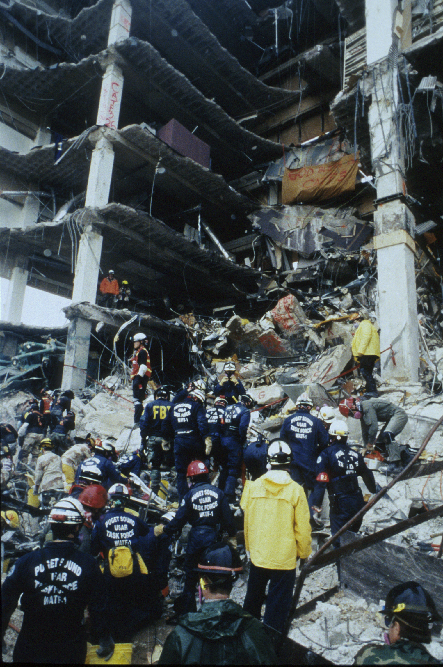 a critique of the handling of the oklahoma city bombing Some response efforts are judged kindly (oklahoma city bombing), some mercilessly (hurricane katrina), and others reveal learning points and spark national growth in the discipline (9/11.