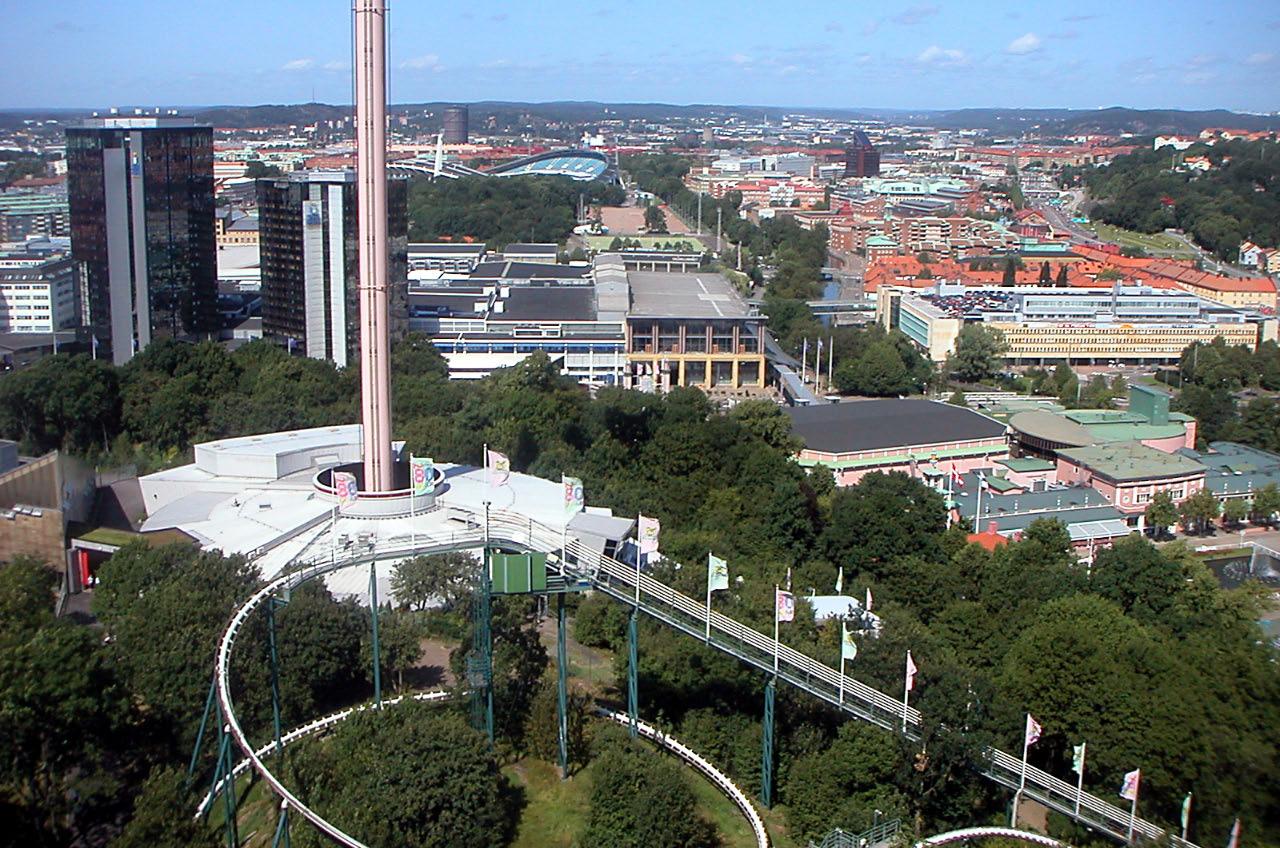 http://upload.wikimedia.org/wikipedia/commons/0/09/G%C3%B6teborg_fr%C3%A5n_Liseberg.jpg