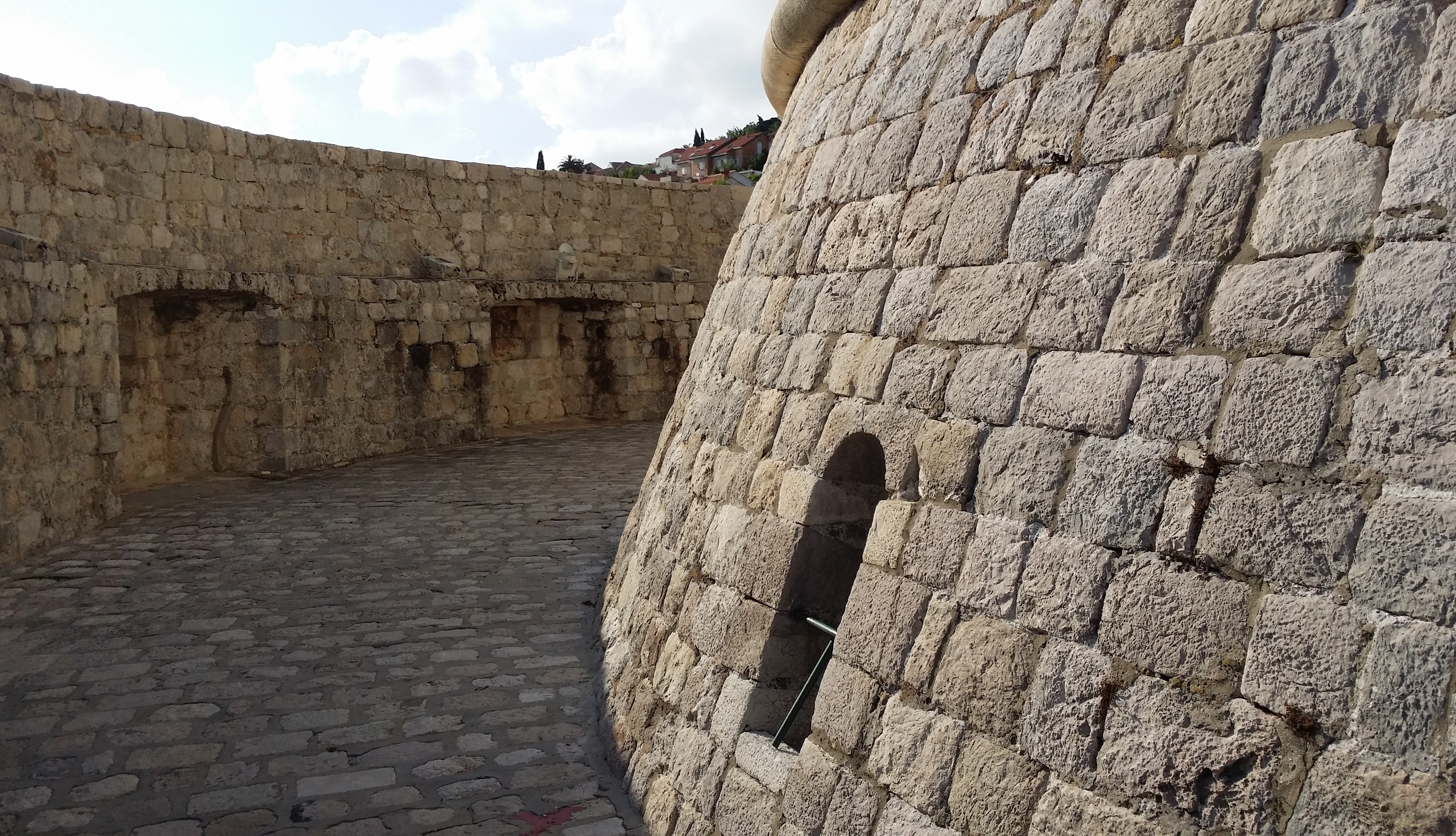 File:Game of Thrones - Dubrovnik Minceta Tower.jpg ...