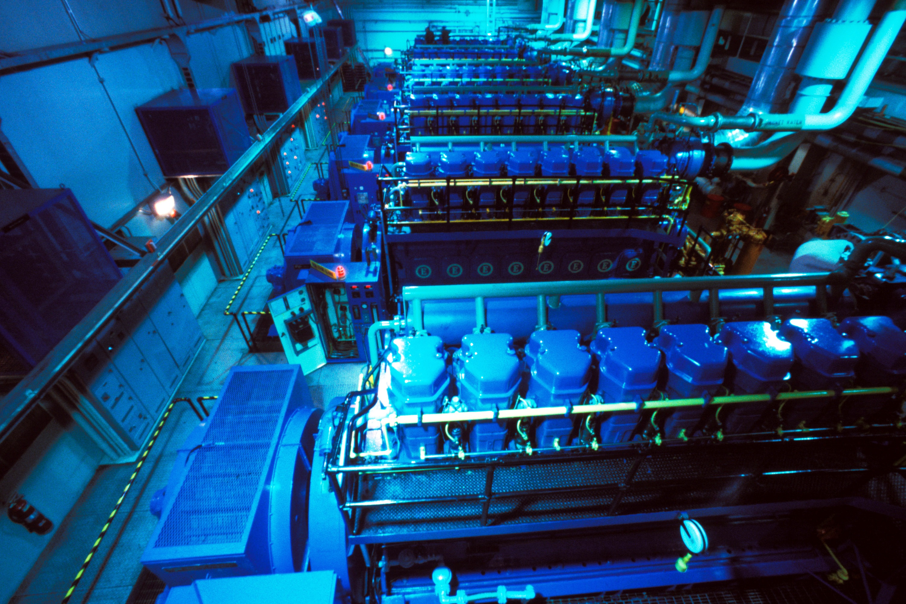 File:Generators inside NORAD.jpg - Wikimedia Commons